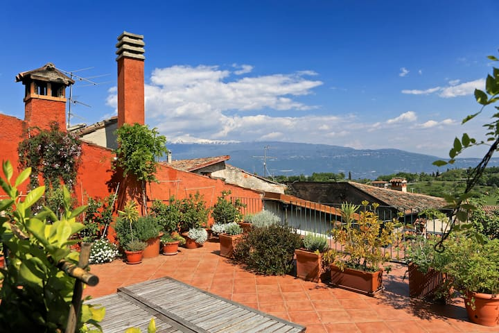 Casa dei Suoni B&B in Gaino relax--House of Sounds - Toscolano Maderno - ที่พักพร้อมอาหารเช้า