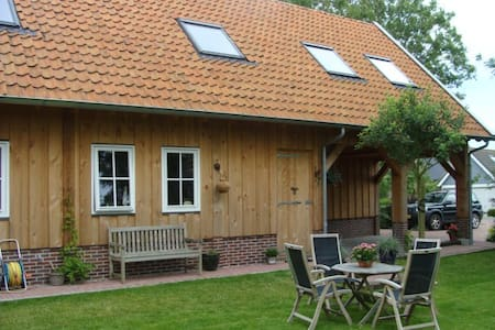 Spacious appartment in wooden lodge - Reitsum - Byt
