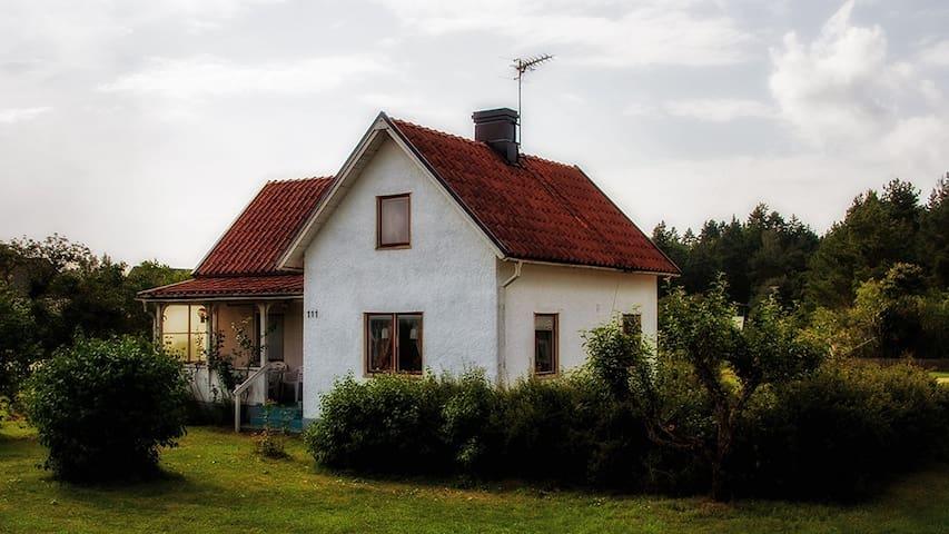 Charmigt hus med annex i Ljugarn - Ljugarn