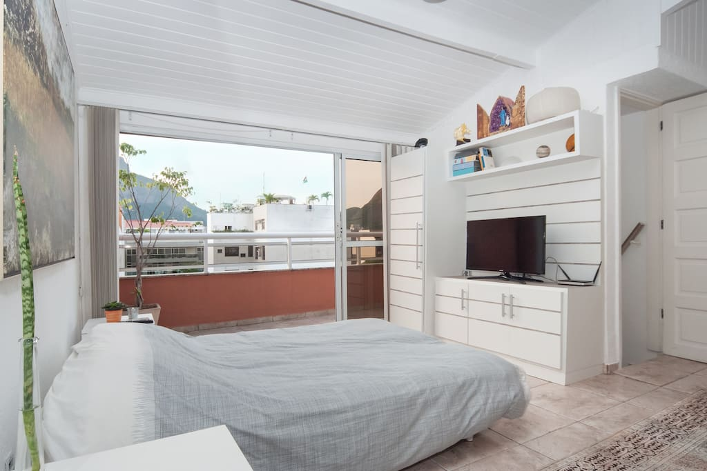 Suite totalmente equipada com 25 m2 | Fully en-suite room with 25 m2