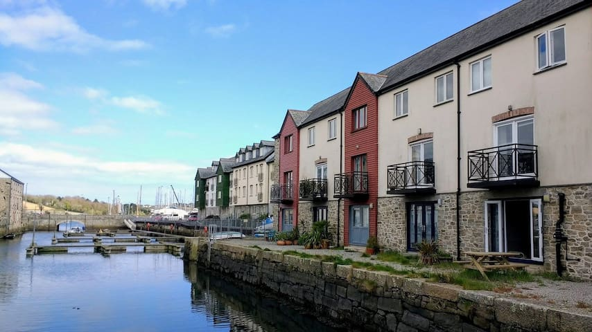 Quayside townhouse in the heart of historic Penryn - Penryn - House