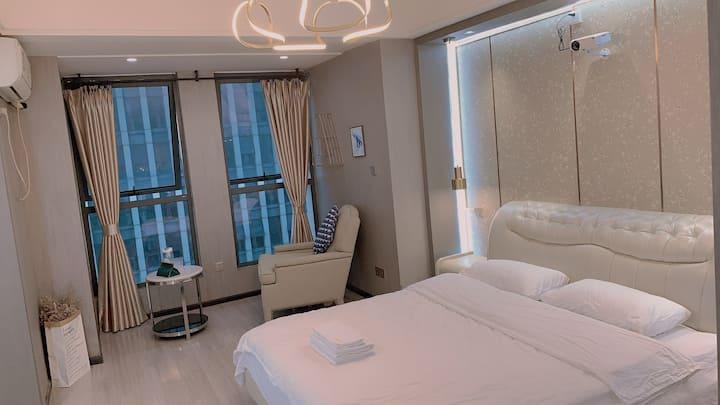 半时光·轻奢风 高层江景超清投影大床房,万达广场,商业中心,三峡游客中心