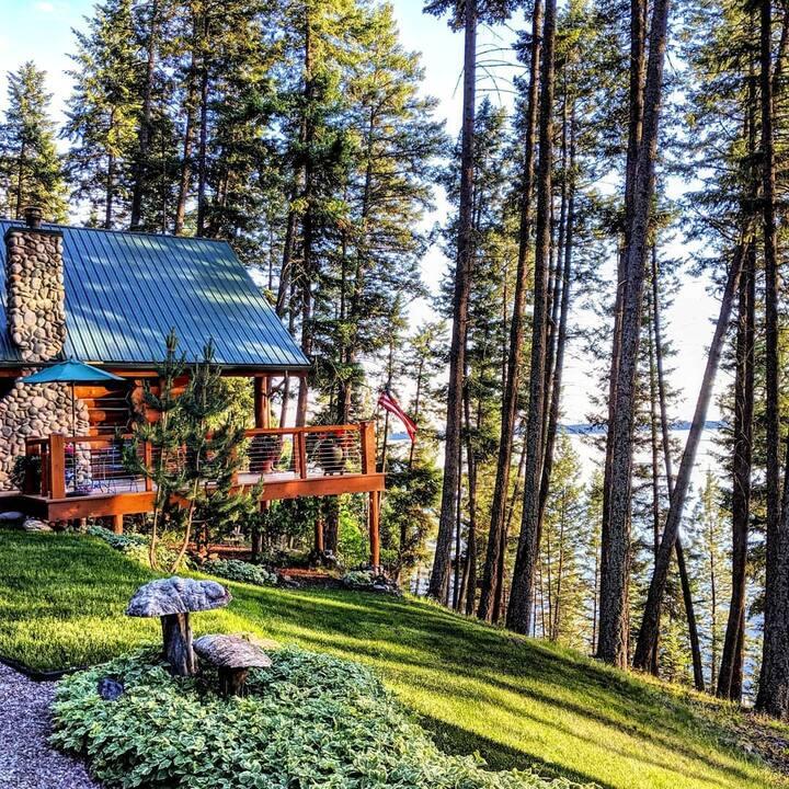 Beautiful Log Cabin Retreat, 3 Beds, 2 Buildings
