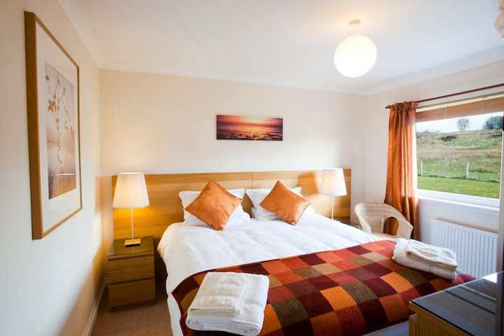 Bedroom 3: either as 6 foot superking or two 3 foot luxury beds and bedlinen. Photo courtesy of Global Warming Images