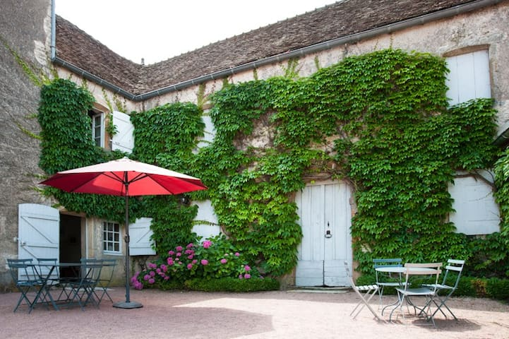 Amazing house in Southern Burgundy - Cortevaix - Huis