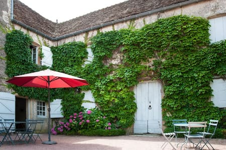 Amazing house in Southern Burgundy - Cortevaix - Hus