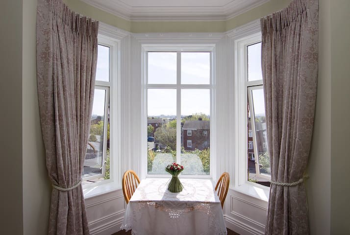 Stunning studio with bay window overlooking Dublin