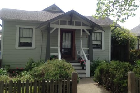 Charming Bungalow walk to downtown - Petaluma