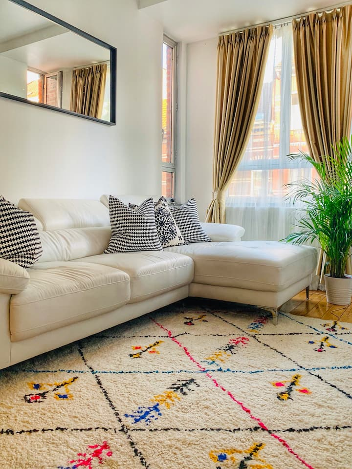 Bright Cozy appartement near metro station
