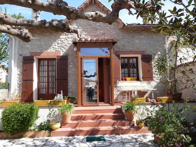Maison de charme catalane avec jardin et terrasse