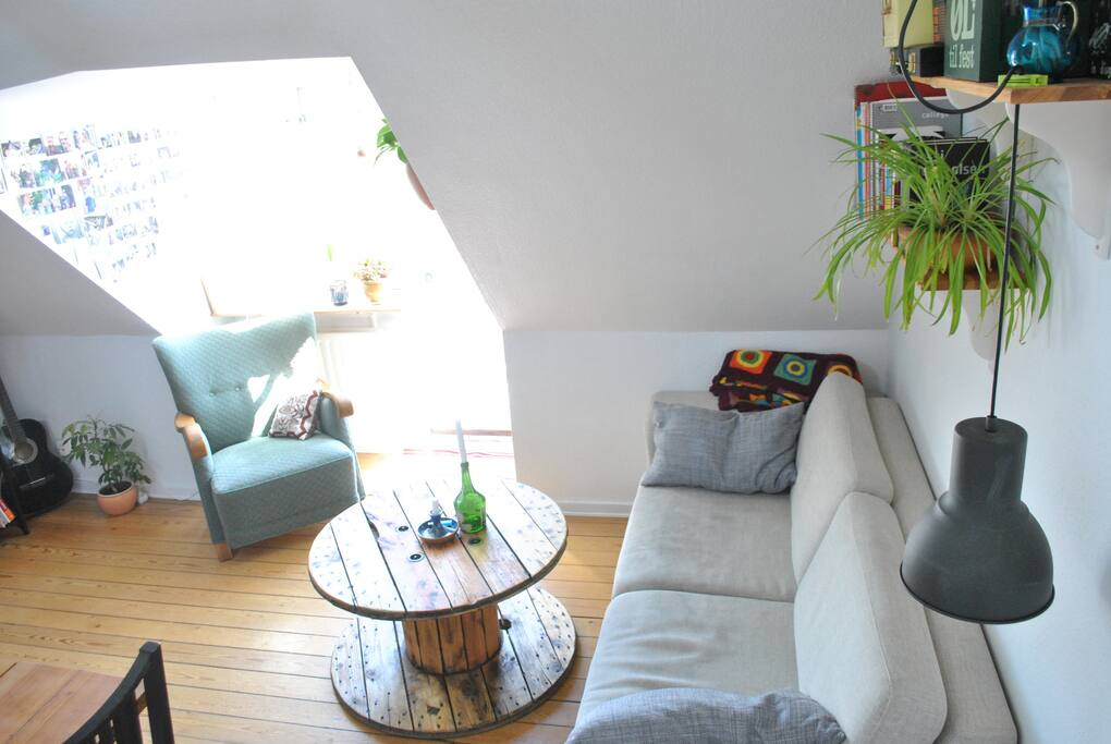 Living room with small balcony / stue med lille altan