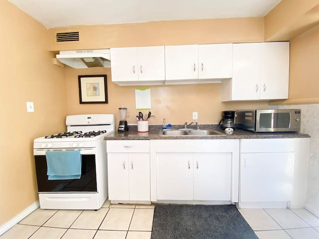 ❤️ Lovely  2 BR/1 BA Home Near The Strip❤️1503RX