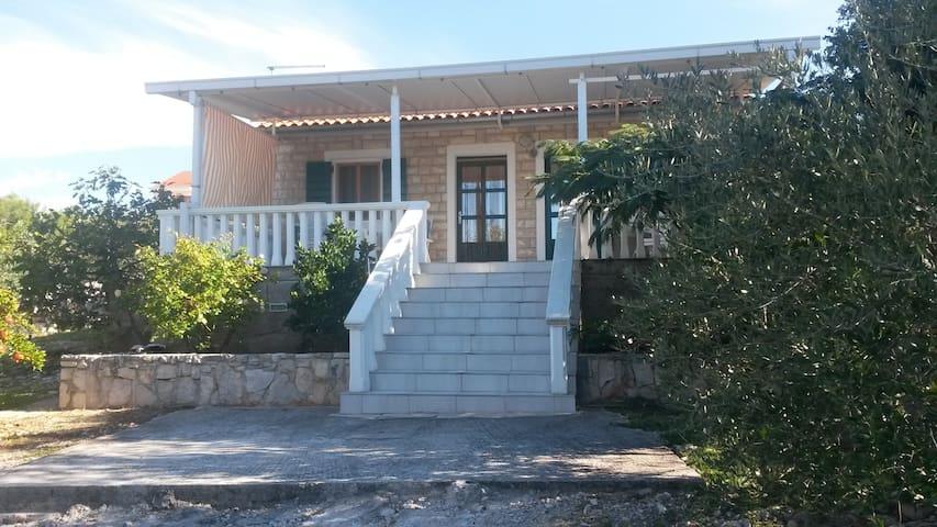 Dalmatian cottage,Jezera-Croatia - Jezera