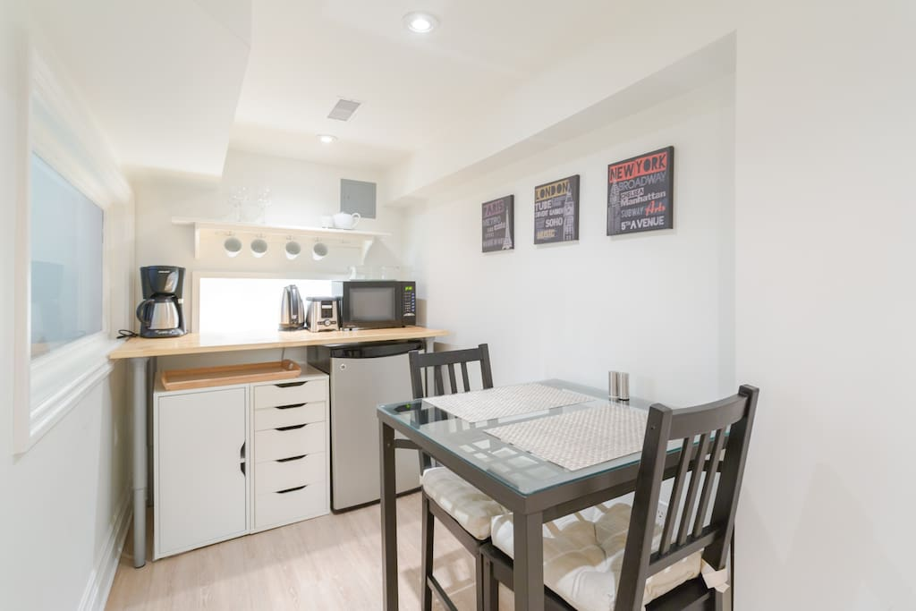 Your private kitchenette stocked with coffee, different teas, sugar etc. There is your own fridge, microwave, coffee maker, kettle & toaster.
