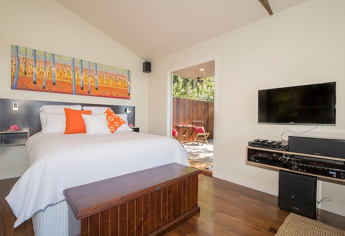 Watch TV, Foxtel or Netflix from bed.