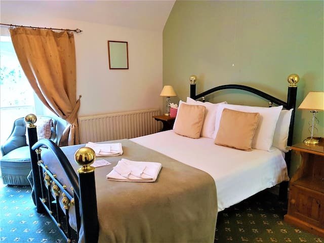 St.Benets Abbey, Historic Bed & Breakfast- Room 4