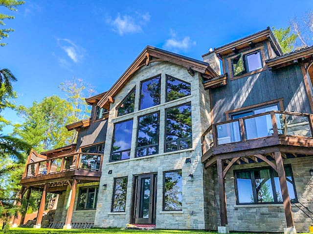Luxury Waterfront Cottage Rental in Muskoka!!