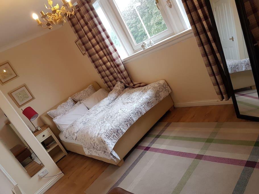 the bedroom, alternative angle