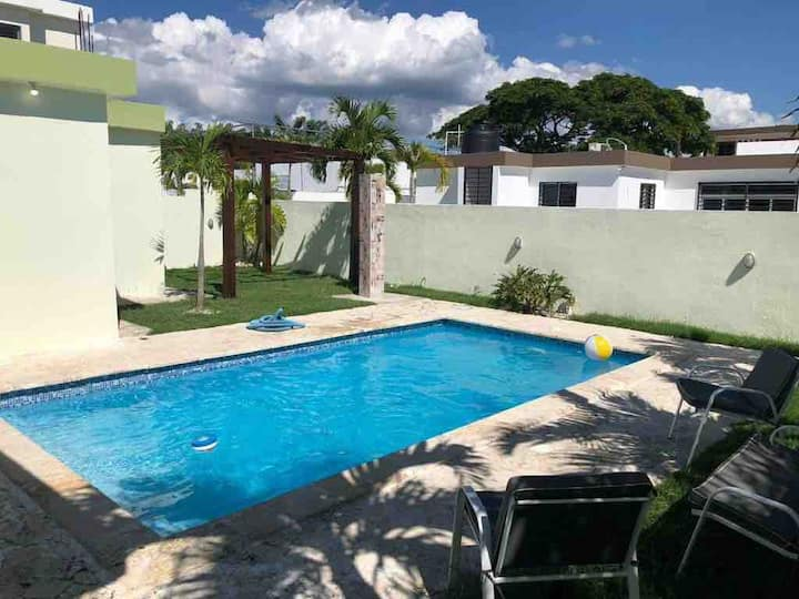 PRIVATE POOL HOUSE IN SECURE LOCATION!