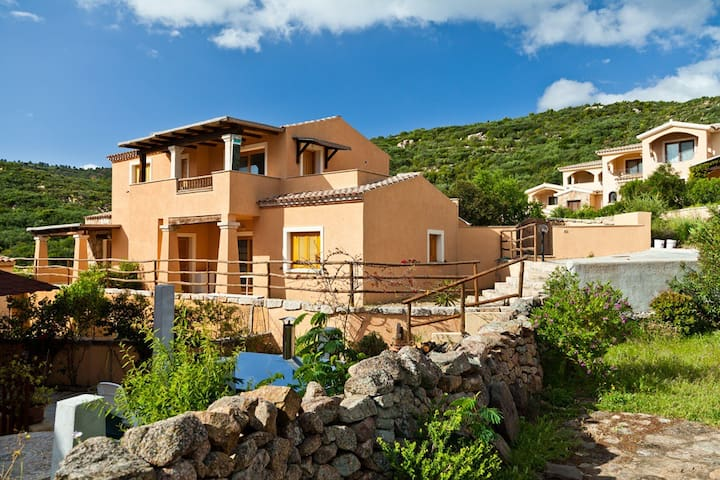 Tiriddò, apartment for 6 people with large garden - Loiri Porto San Paolo - Daire