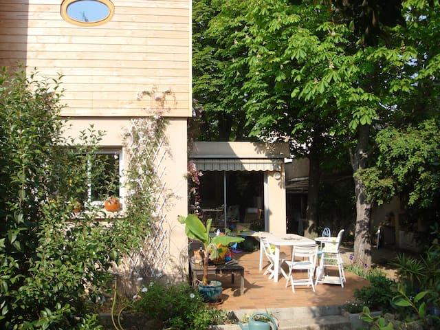 140m2 south facing colorate house - Sète - House