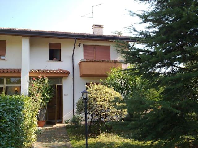 VILLETTA BIFAMILIARE AMMOBILIATA - Codroipo - Rumah