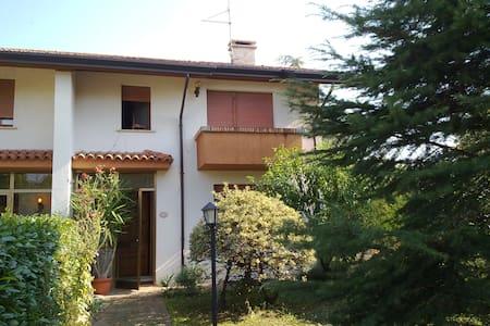 VILLETTA BIFAMILIARE AMMOBILIATA - Codroipo - House