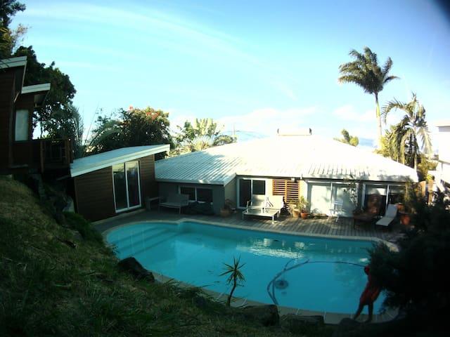 Maison av piscine au cœur de Noumea
