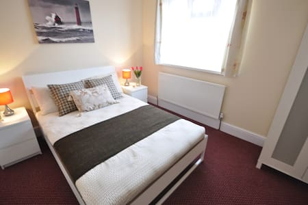 (92AST3) Charming dbl room close to Mile End Park - Londra