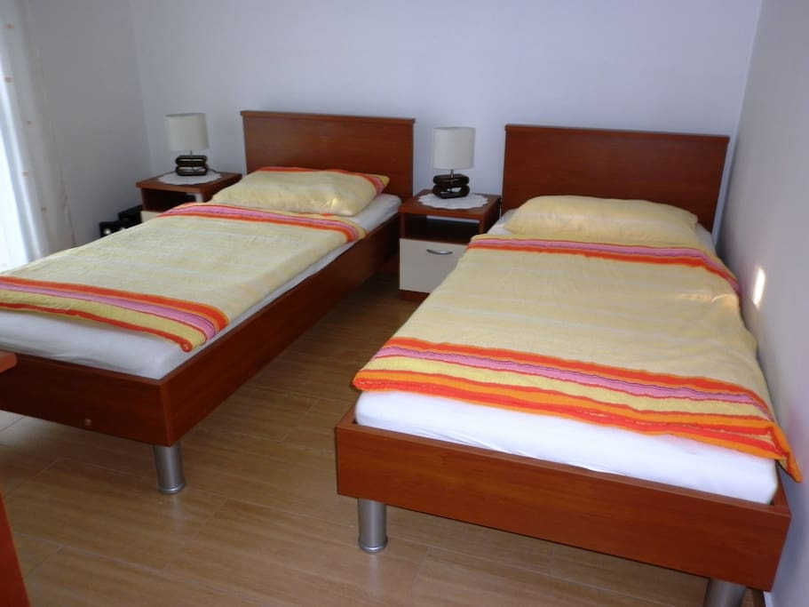 bedroom beds can be separated or connected