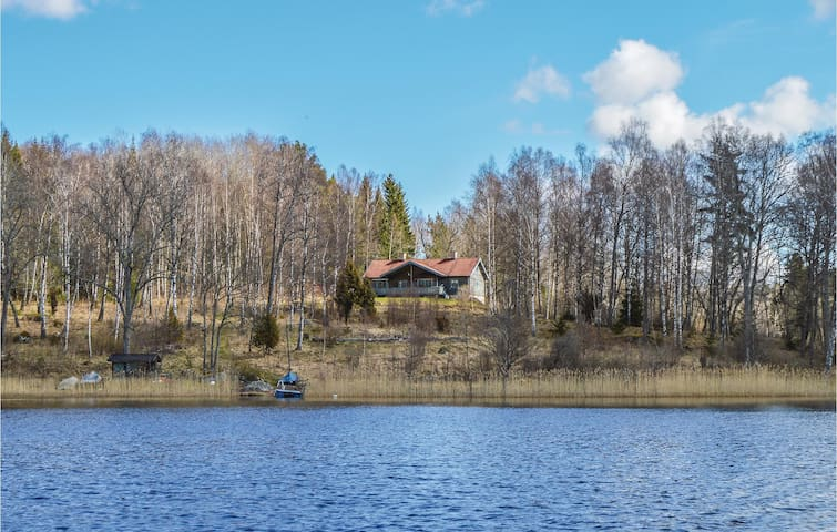 Holiday cottage with 4 bedrooms on 140 m² in Rö