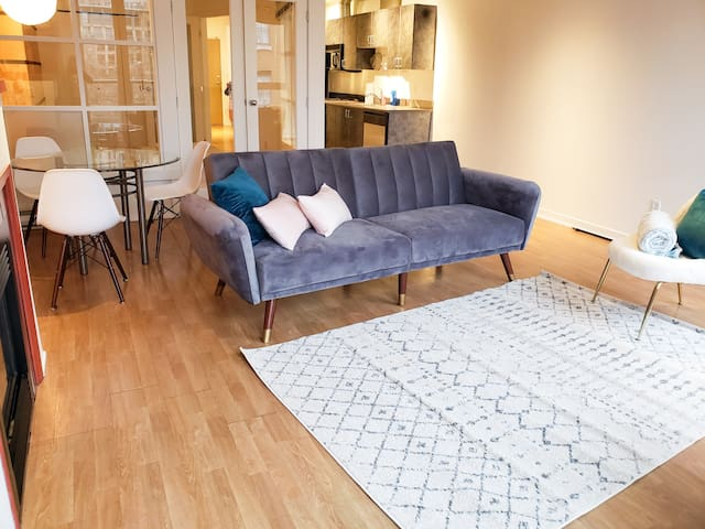 Downtown Gastown Trendy Loft WITH parking!