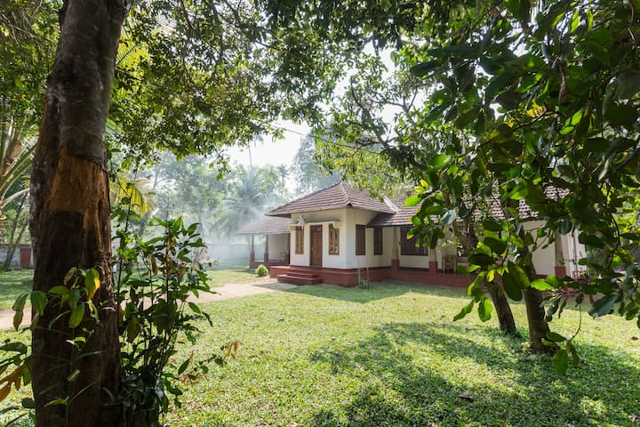 Spacious Heritage room near Mararikulam beach - Mararikulam - Bed & Breakfast