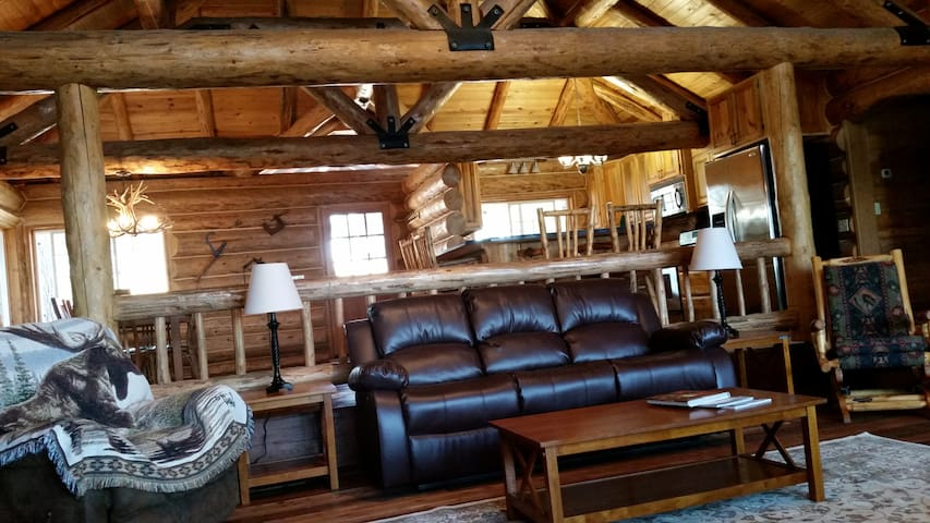 Hand-Crafted Mountain Cabin for Sum./Win. Lodging