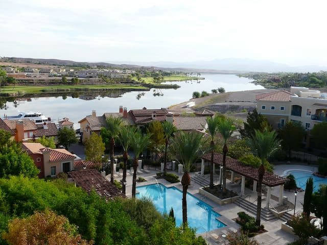 TRANQUIL SETTING, 1 BDRM  CONDO WITH 6TH FLR VIEW
