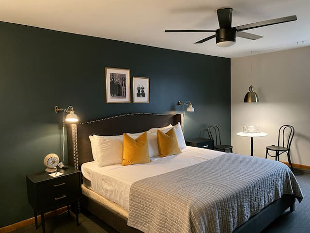 Vinchester Inn ★ King Bed, Private Bath, Downtown Boutique Hotel, Room ⓻