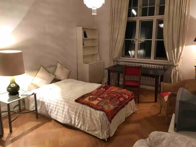Charming room in Munich City | Wohnen an der Isar