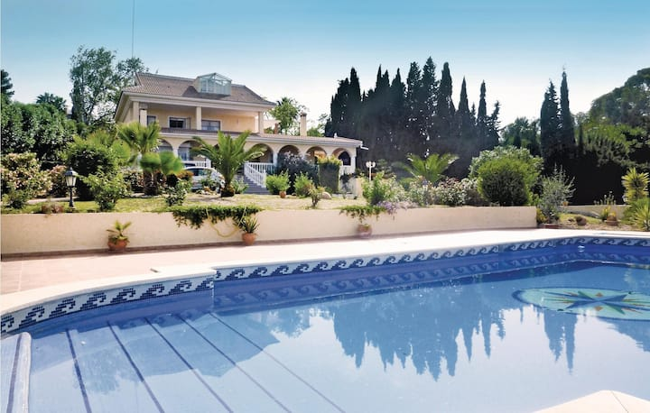 Holiday cottage with 5 bedrooms on 243m² in Torremolinos