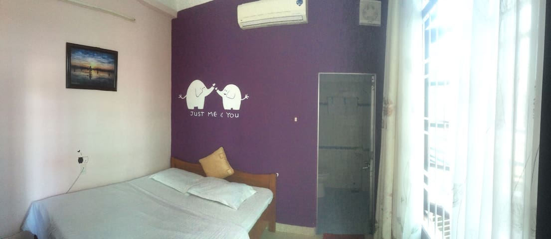 cosy double room - backpacker area - tp. Nha Trang - Bed & Breakfast