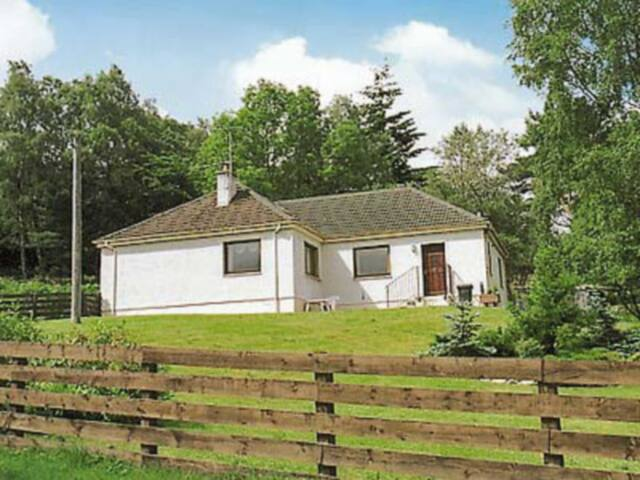Holly Cottage (W8304)