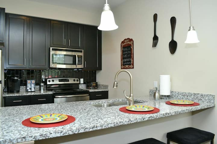 Furnished Homey 4Bedroom townhome Savannah Midtown