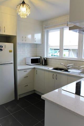公用厨房 common kitchen area