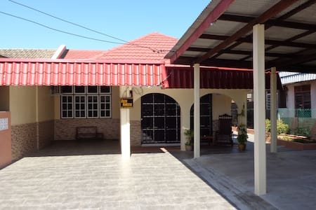 Enzek Homestay (Nice place for families & groups) - Kuala Terengganu