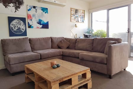 Cosy Bedroom Available in the BEST LOCATION - Carnegie