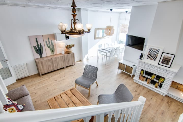 ❤ BEACH HOUSE- CLOSE TO BARCELONA, FREE AC &WiFi
