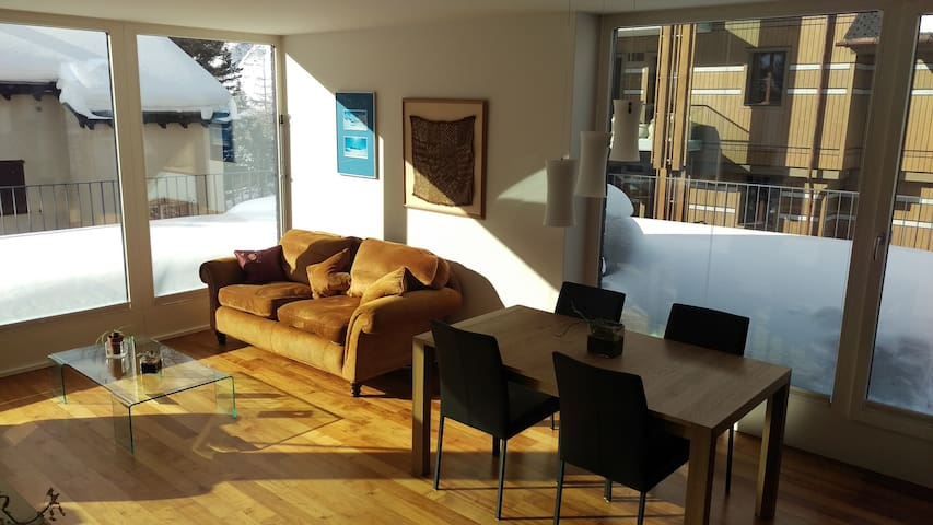 Luxurious & light attic apartment. - Andermatt - Apartamento