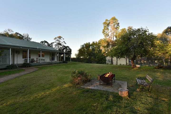 Tabitha Hill Estate (pet friendly) close to wineries and nature