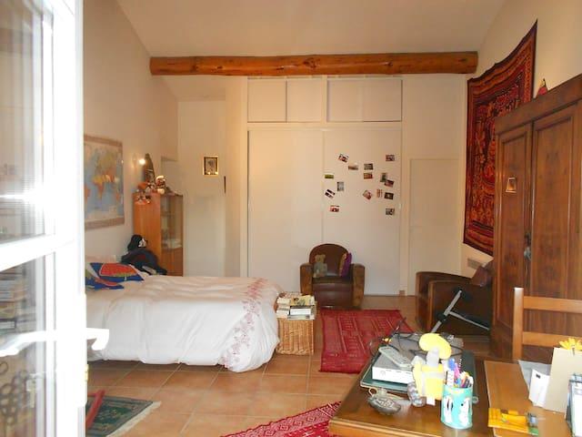 tres grande chambre independante, - Vedène - ที่พักพร้อมอาหารเช้า