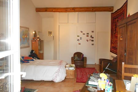 tres grande chambre independante, - Vedène - Bed & Breakfast