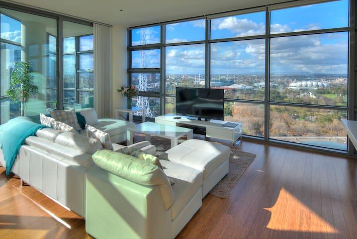 Stunning luxury apt,  great views!